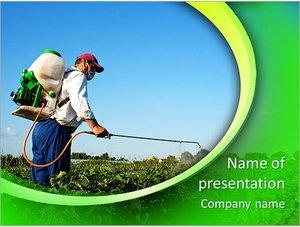 Шаблон презентации PowerPoint: Мужчина обрабатывает и опрыскивает растения