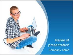 Шаблон презентации PowerPoint: Студент с нотбуком