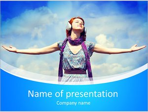 Шаблон презентации PowerPoint: Молодая девушка слушает музыку в наушниках