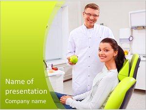 Шаблон презентации PowerPoint: Стоматолог держит яблоко в руке
