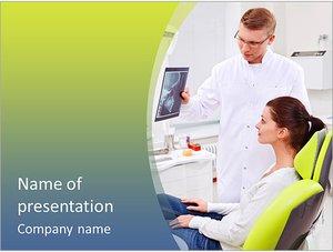Шаблон презентации PowerPoint: Стоматолог показывает рентген пациенту