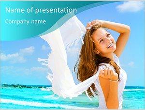 Шаблон презентации PowerPoint: Девушка на берегу океана