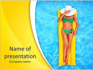 Шаблон презентации PowerPoint: Девушка на надувном матраце в бассейне