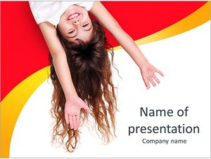 Шаблон презентации PowerPoint: Маленькая девочка с вытянутыми руками