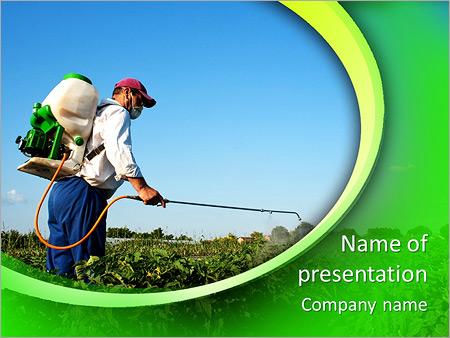 Шаблон презентации Мужчина обрабатывает и опрыскивает растения - Титульный слайд