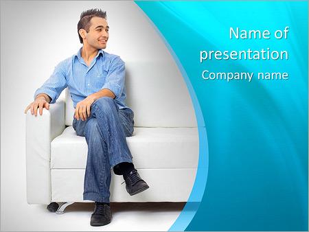 Шаблон презентации Молодой мужчина сидит на диване - Титульный слайд