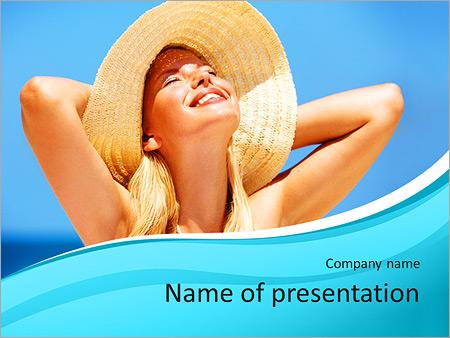 Шаблон презентации Счастливая девушка на пляже - Титульный слайд