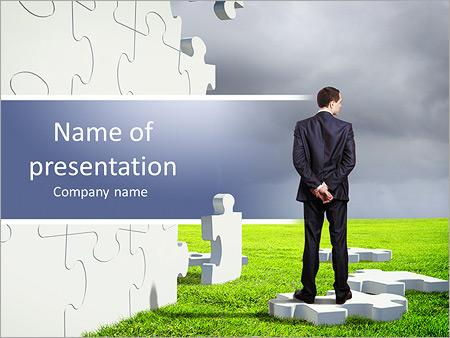Шаблон презентации Бизнесмен решает головоломку - Титульный слайд