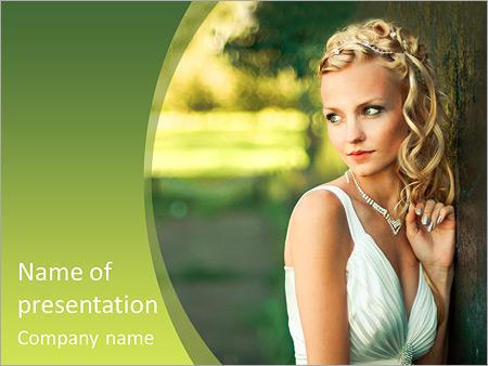 Шаблон презентации Красивая невеста у дерева - Титульный слайд