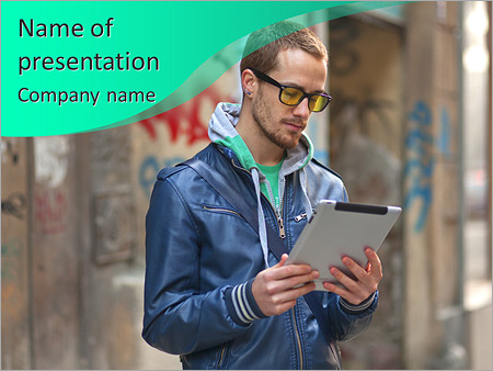 Шаблон презентации Молодой человек в очках и с планшетом - Титульный слайд