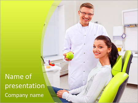 Шаблон презентации Стоматолог держит яблоко в руке - Титульный слайд
