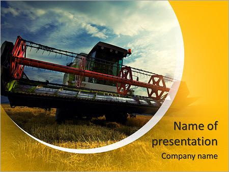 Шаблон презентации Комбайн в поле убирает пшеницу - Титульный слайд