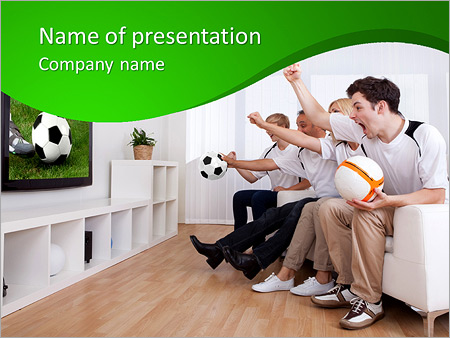 Шаблон презентации Фанаты смотрят матч по футболу по телевизору - Титульный слайд