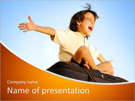 Шаблон презентации Маленький мальчик путешественник - Титульный слайд