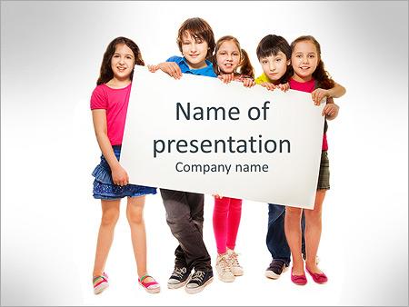 Шаблон презентации Дети с пустым плакатом - Титульный слайд