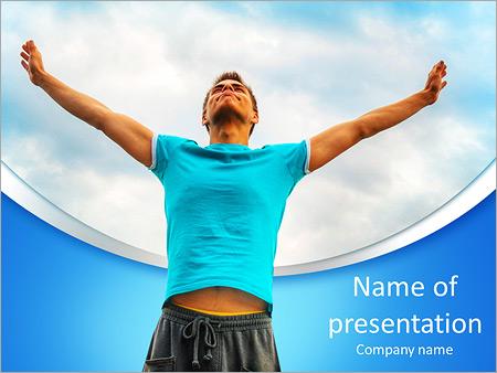 Шаблон презентации Молодой человек на фоне неба - Титульный слайд